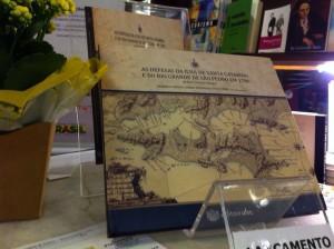 A segunda edição do livro foi lançada em julho, pela EdUFSC